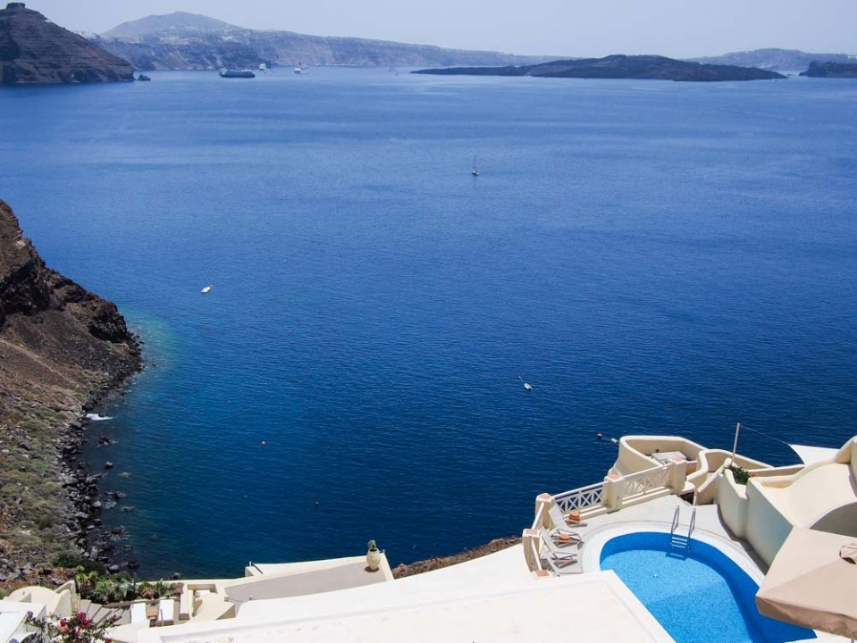 Swimming pool in Oia